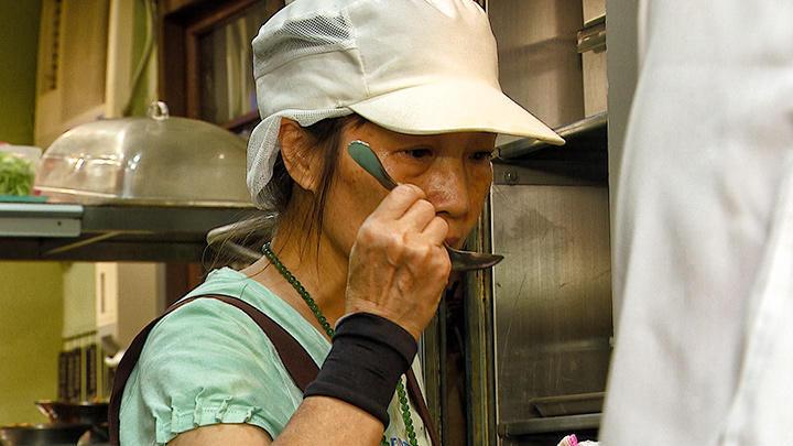 攜手度難關 無嗅覺廚師的得力助手