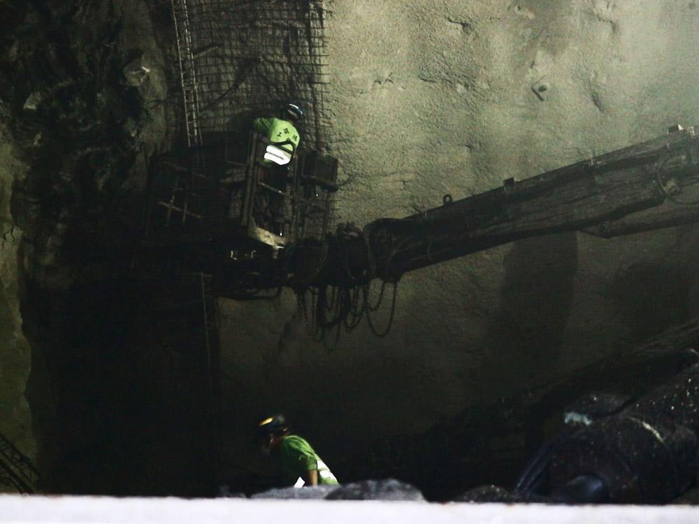 開炸隧道 坑夫賣命