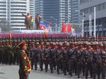 北韓飛彈閱兵
