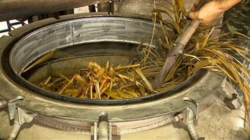 傳承三代 古法蒸餾香茅油