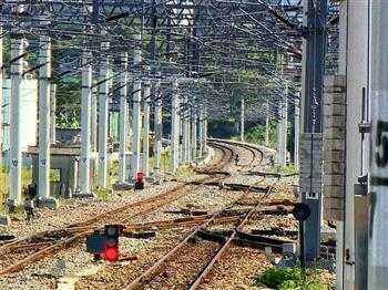 傾斜式列車 軌道維護