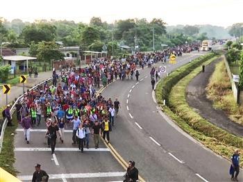 移民闖關 川普拉警報