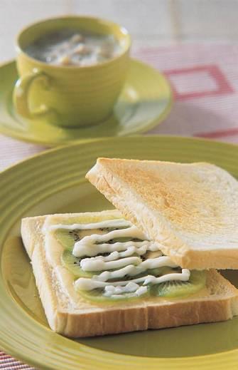 奇異果起司土司&綠豆沙牛奶
