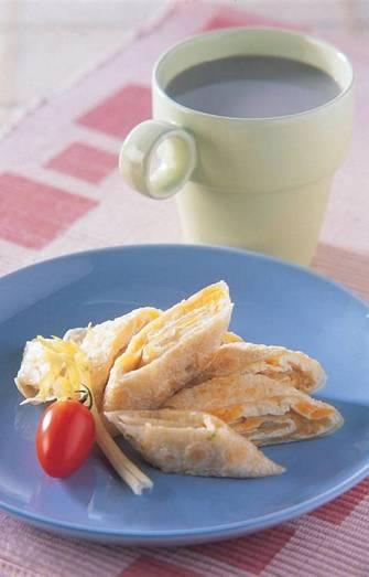 鹹蛋蛋餅&無糖黑豆漿