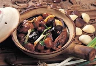 栗子滑雞煲