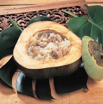 椰子銀耳煲雞湯