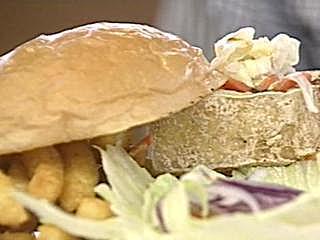 正宗台灣口味 臭豆腐泡菜夾漢堡  中西合璧 臭豆腐泡菜漢堡超美味 爆漿蘑菇醬漢堡 一口咬下噴肉汁 粉紅醬「外國粥」 燉出濃郁美味
