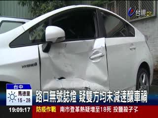機車和自小客車擦撞騎士遭玻璃割頸